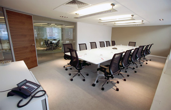 Office interior design grupo mobilart for Interior oficina
